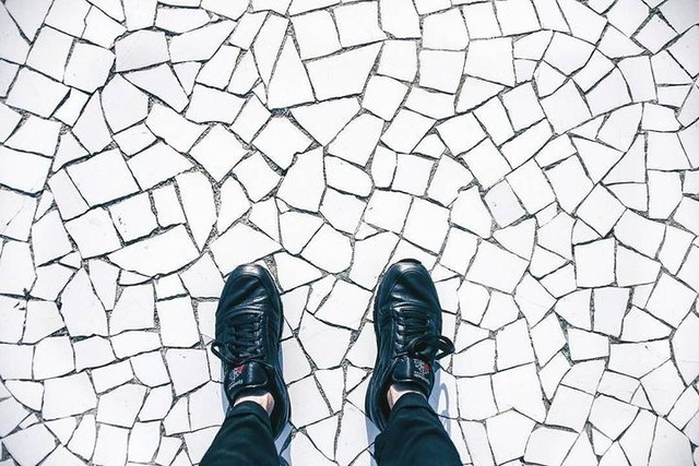 work places ⛉⛊_  #barcelona #bcn #work #eixample #shooting #bnw #blackandwhite #floors #tiles #mosaic #thursday #white #black #sneakers #reebok #classics #photographer #vsco #vscocam #vscophoto #vscogram #vscogrid #igersbcn #ig_barcelona #visitbarcelona #minimal #minimalmood #all_shots #igers