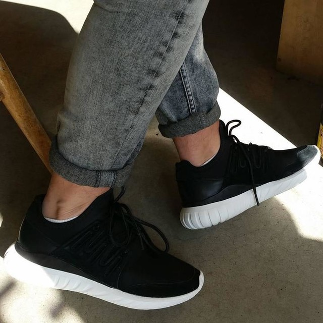 Men's ADIDAS ORIGINALS TUBULAR RADIAL Sneakers Running