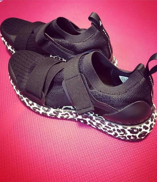 見まくって決めた💪 職場用に初#ultraboostx  ほぼ一日中履いてるもの、 👣は大事✨ #adidas #stellamccartney #swag #leopard #アディダス #ステラマッカートニー #ウルトラブースト #お初 #ヒョウ柄 🐆