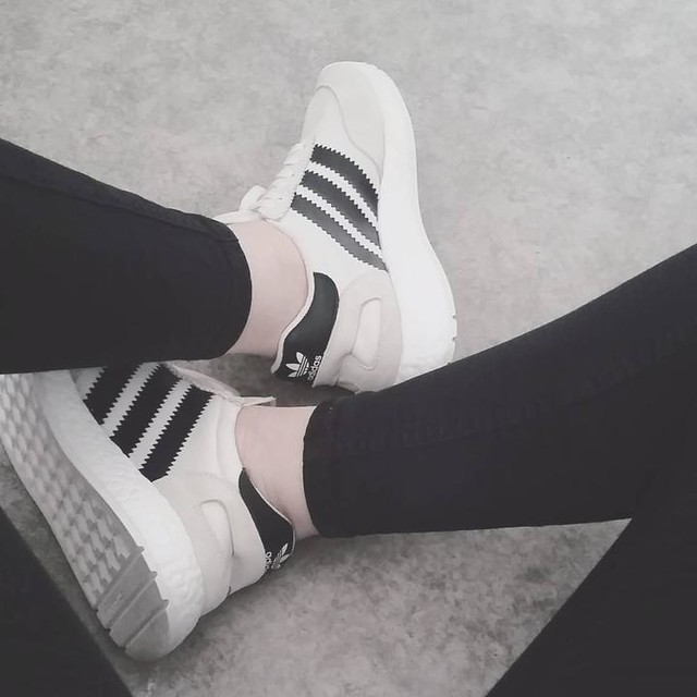 #chill#chilling#chillout#iniki#inikirunner#shoes#shoesoftheday#adidas#street#weekend#mood#sport#crush#black#fitness#fit#fitnessgirl#vibes